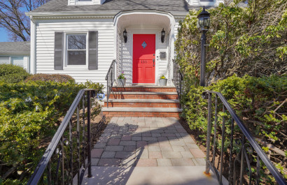 Charming Cape Cod in Maplewood